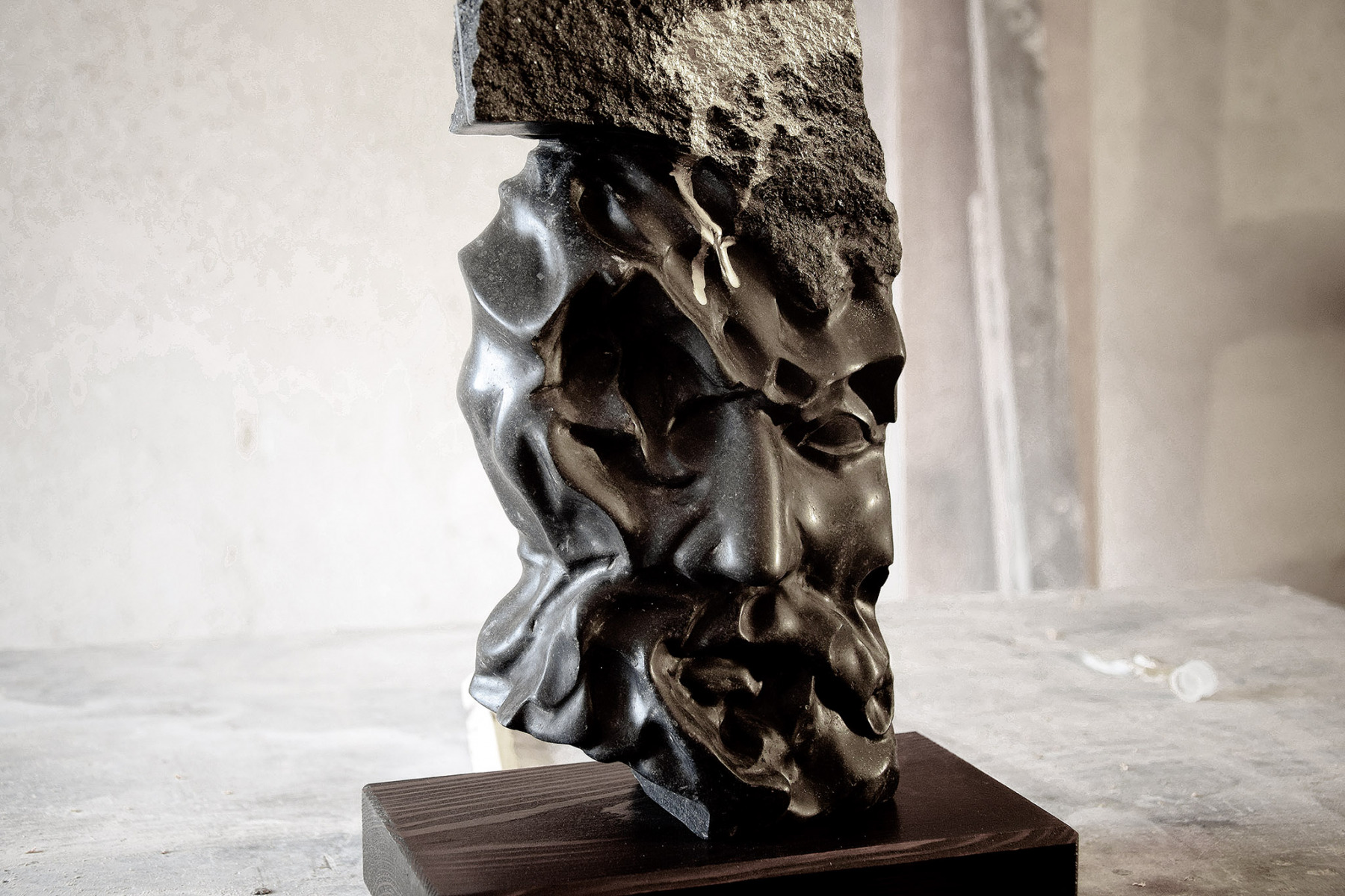 Portraitstudie-2020-KalksteinskulpturGraffiti-21x12x33cm-2.300€